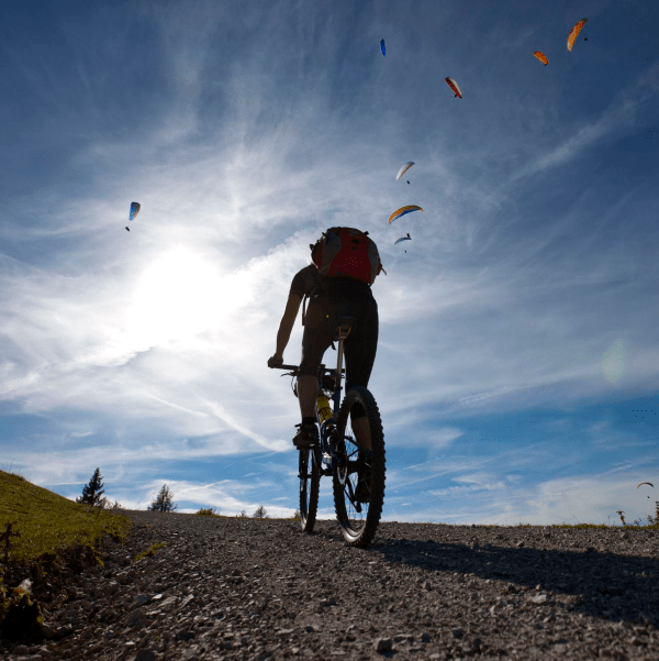 ciclismo na estrada de terra