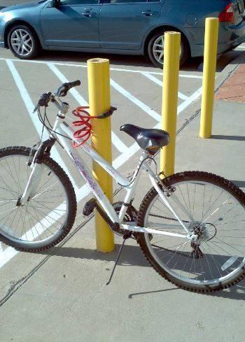 como prender sua bicicleta com um cadeado