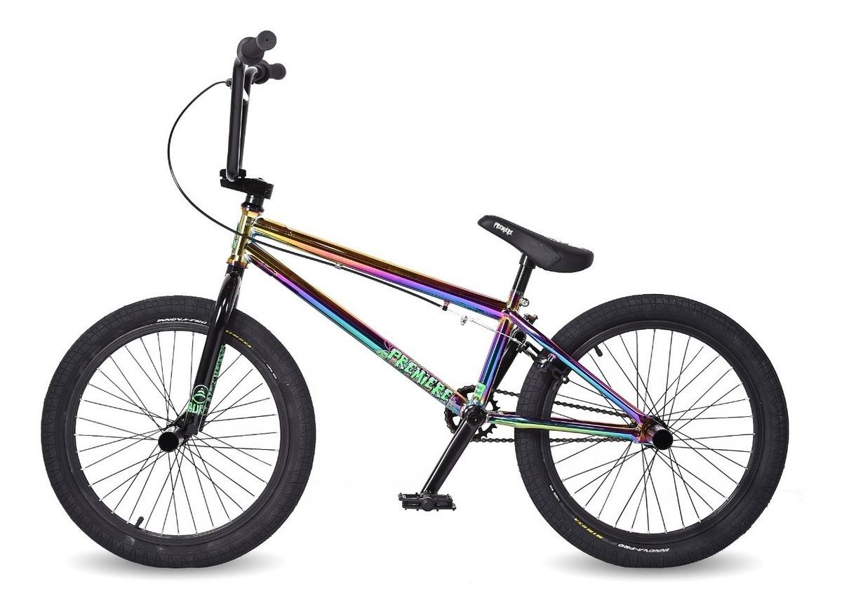 escolhendo bike de manobras